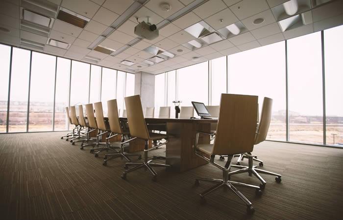 ある企業のオフィス内の光景