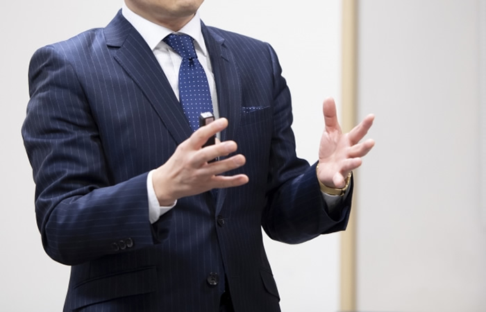 転職市場の動向を伝えるキャリアアドバイザー