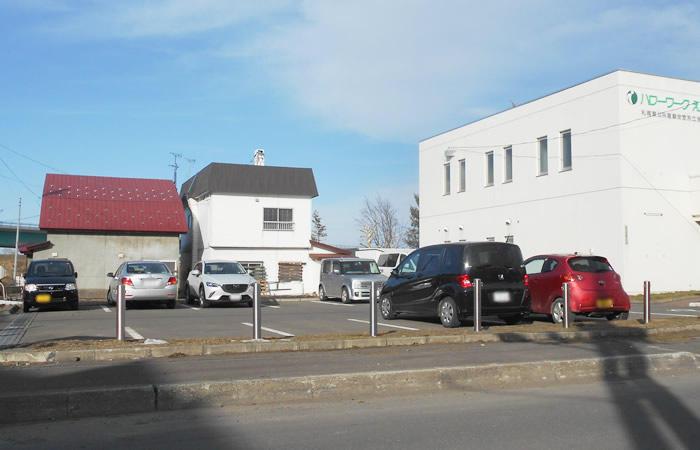ハローワーク江別の駐車場