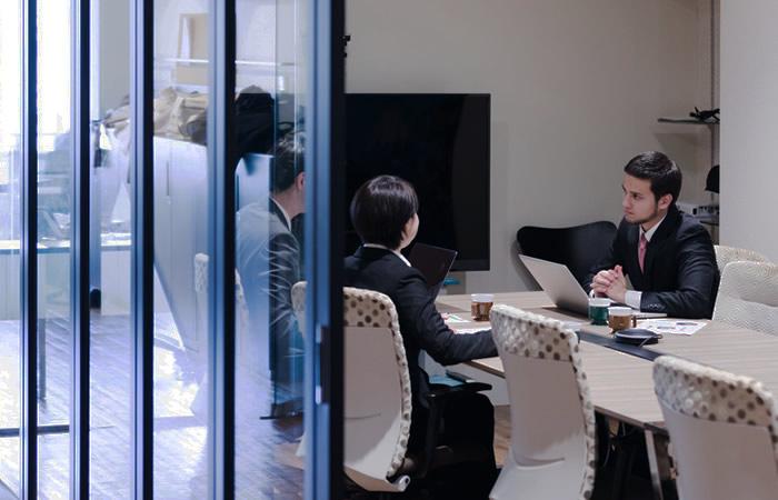 外資系企業のミーティング風景